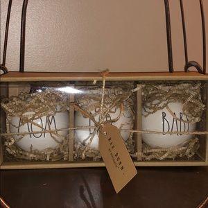 🎅🏻🤶🏻 Rae Dunn MOM DAD BABY Ornament Set